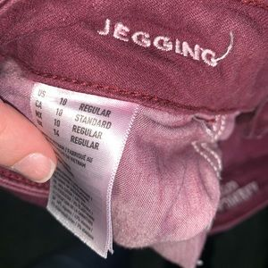 AEO burgundy distressed jeggings, size 10.